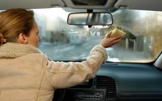 Как отмыть лобовое стекло от жирных пятен