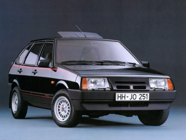 ВАЗ 2109 короткокрылая, экспортный вариант, черного цвета с люком 2