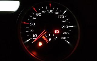 Загорелась лампочка бензина, сколько можно проехать на остатках топлива