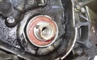 Как поменять сальник коленвала на автомобиле ВАЗ 2107