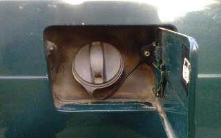 Как перекачать бензин из канистры в бак, несколько полезных правил