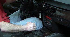 Запустить двигатель и переключать селектор во все положения