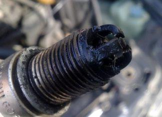 Свеча зажигания на автомобиль